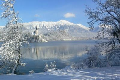 Bled in Slowenien, See im Winter
