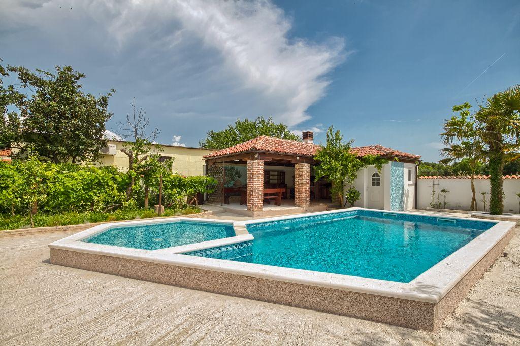 ferienhaus in pula pula mit pool hund erlaubt. Black Bedroom Furniture Sets. Home Design Ideas