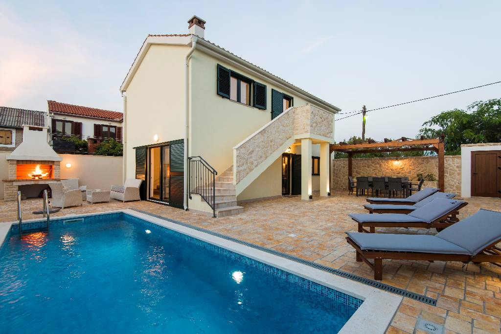 Brand new vacation house with fenced veranda and private swimming pool