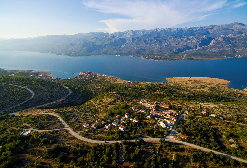 Vinjerac is a picturesque village, rich with centuries of history and tradition. It is located on a peninsula in the part of Velebit channel.