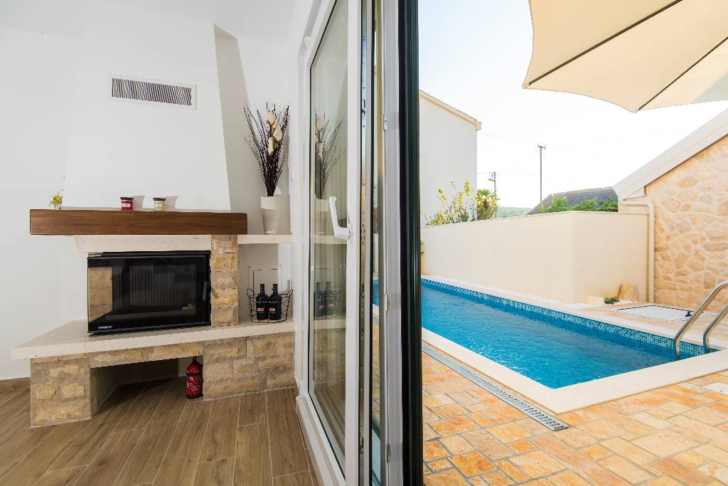 Sliding glass patio doors take you straight out the the pool and garden lounge area.
