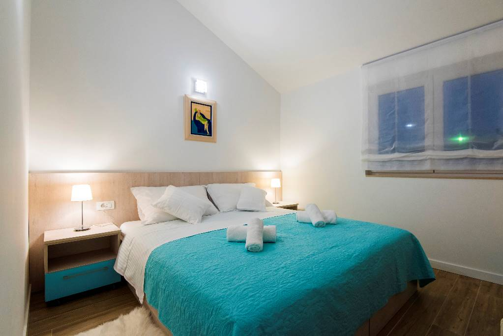 Room 1- double bed option (satellite TV, air condition, floor heating)