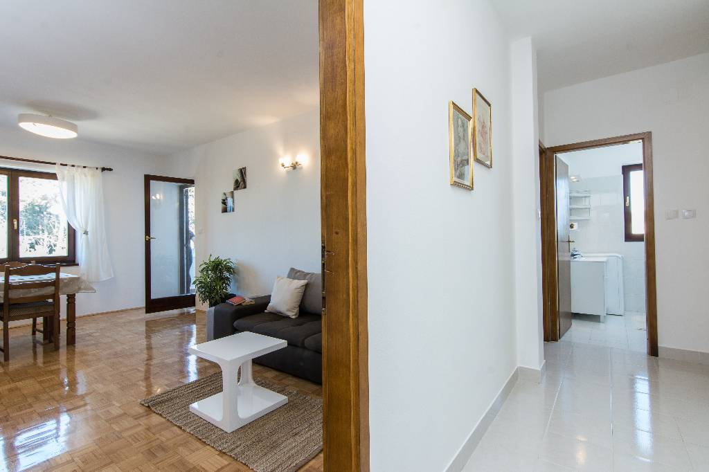 Ferienwohnung Apartments are situated at Ugljan on the north part of island of Ugljan,in an oasis of peace in Susica, Norddalmatien Insel Ugljan Kroatija