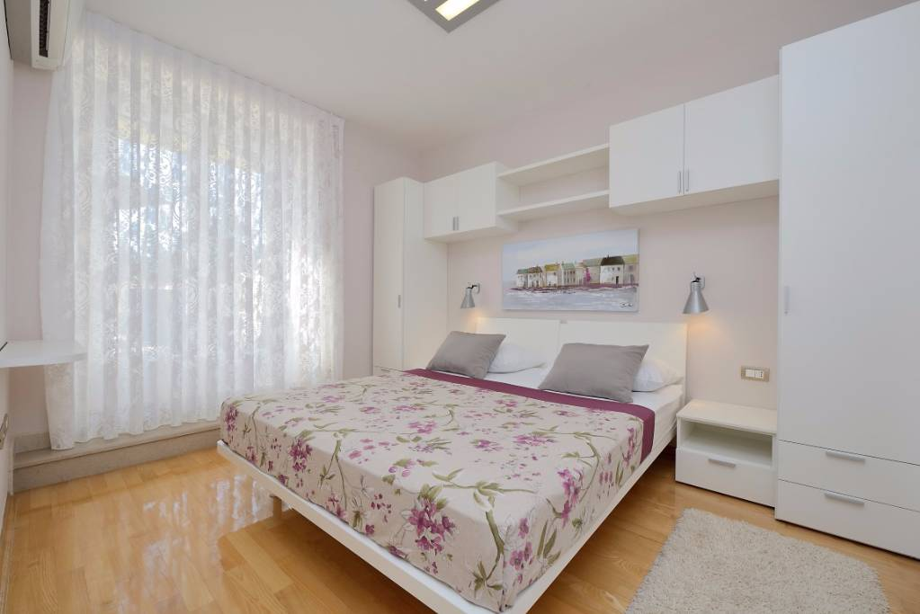 A2, Room with terrace, pool acces 2+2
